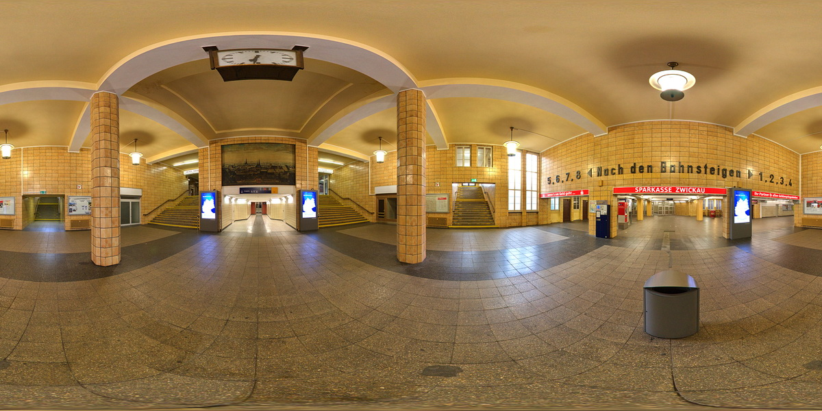 BahnhofZuDenBahnsteigen.jpg